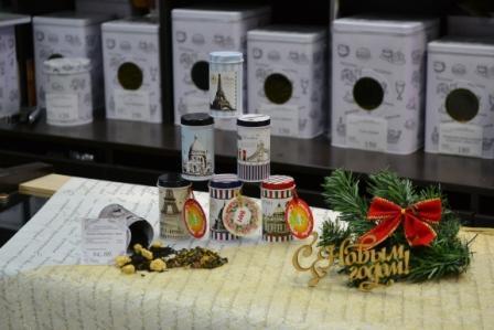 3купить чайные подарки Новогодние, корзинки, мешочки,Чай в новогодней банке Корпоративные,Бердск, Ленина 35 маг. АРОМАТНЫЙ ЧАЙ КОФЕ тел. 2863473